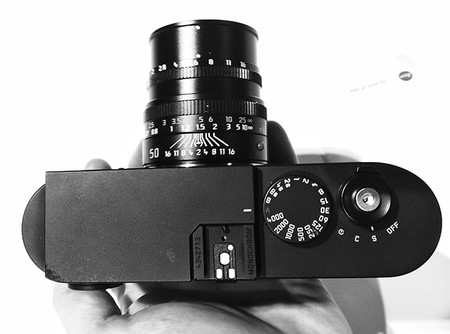 Leica Monochrome en las manos