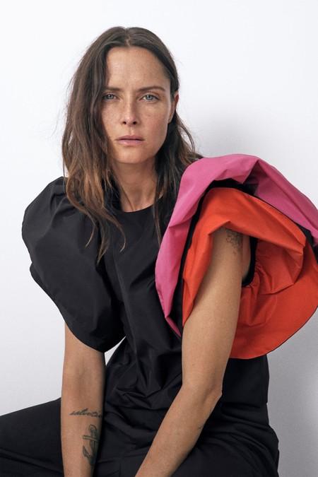 Estamos seguras de que las que más saben de moda ya han fichado el nuevo top de Zara que parece de alta costura (aunque no esté de rebajas)