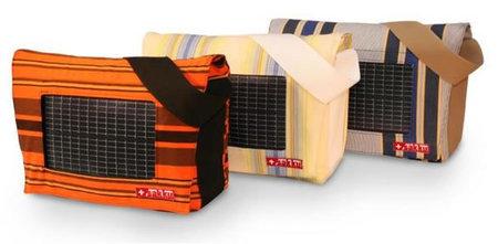 Bolsos solares y de materiales reciclados