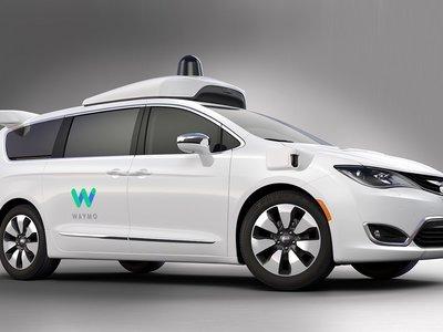 ¿Cómo evitar que hackeen los coches autónomos? Google lo tiene claro: conectándolos sólo lo justo a Internet