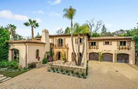 Miley Cyrus pone a la venta su casa en Toluca Lake... ¿Echamos un vistazo?
