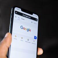 Google quiere que aprendas nuevas palabras: el buscador web de iOS comienza a sugerirlas