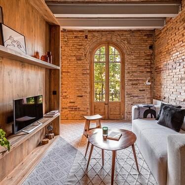 Pequeñas dimensiones y un presupuesto limitado: las claves para reformar este precioso apartamento de Barcelona