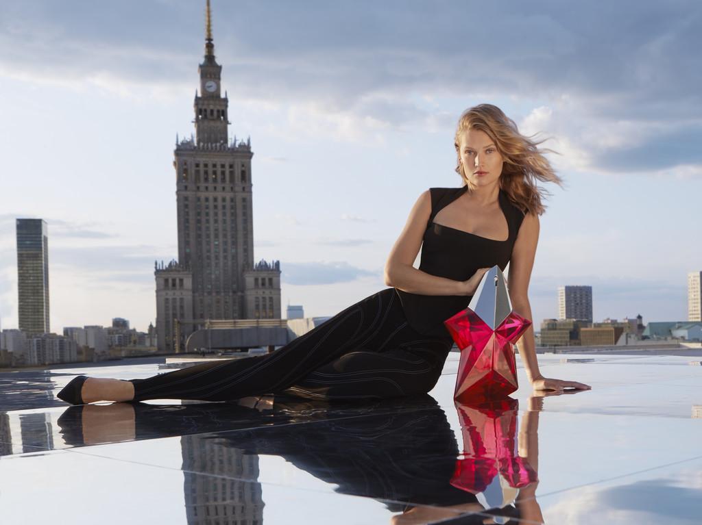 Mugler se reinventa en manos de L'Oréal lanzando Angel Nova, un perfume mas joven, frutal y floral que sorprende