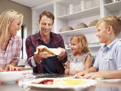 ¿Mito o verdad? ¿Se pueden repartir de forma equitativa las tareas de la casa?