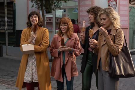 'Valeria': la temporada 2 de la serie de Netflix propone otra ronda de inseguridades y sexo en un fantasioso retrato generacional en Madrid