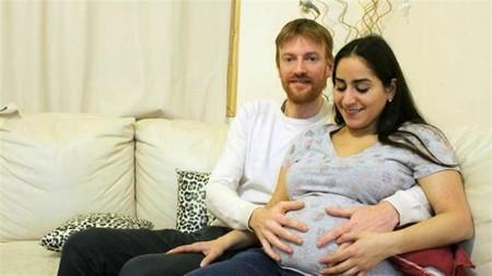 El increíble embarazo de una mujer que espera gemelos y mellizos a la vez