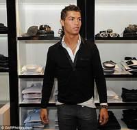 Cristiano Ronaldo monta una tienda