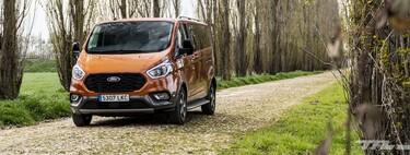 Probamos la Ford Tourneo Custom Active: la furgoneta que quería ser limusina es amplia, confortable y con etiqueta ECO