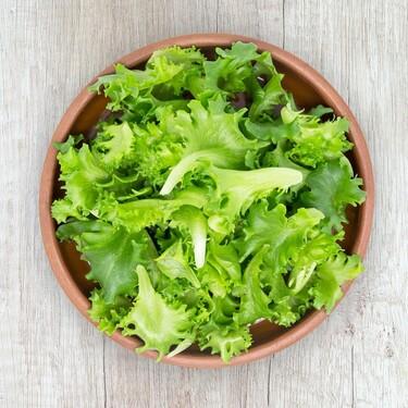 Cómo limpiar, secar, cortar y preparar la lechuga y otras hojas de ensalada