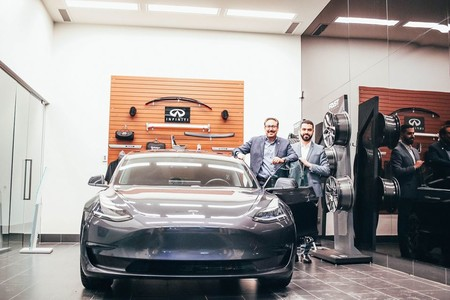 Infiniti Tesla Model3 03