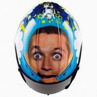 Llevar la cara de Valentino Rossi en el casco