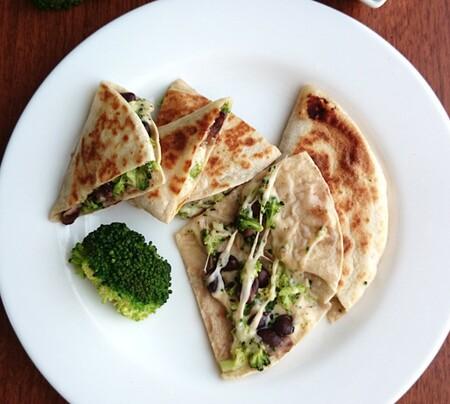Quesadillas de brócoli y frijol. Receta fácil