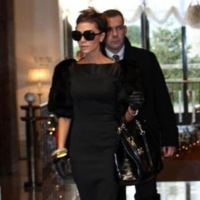 Victoria Beckham de negro en Milán