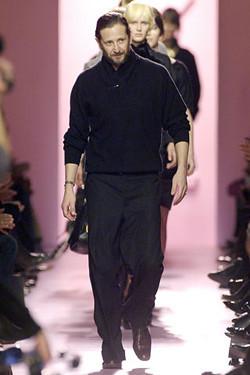 Stefano Pilati quiere ampliar la clientela de YSL con una colección de prendas básicas