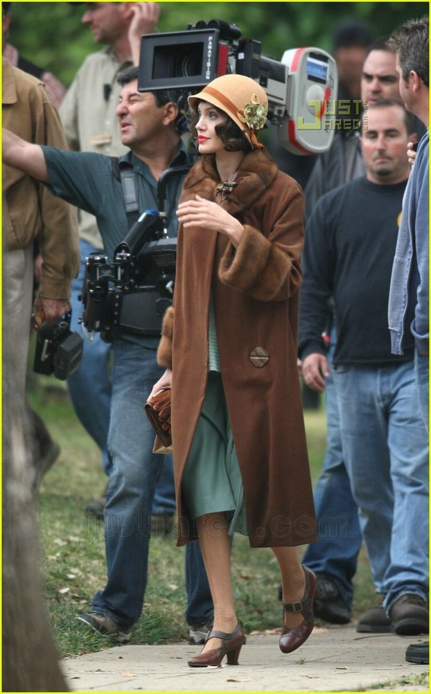 Foto de Angelina Jolie en el set de 'The Changeling' de Clint Eastwood (13/14)