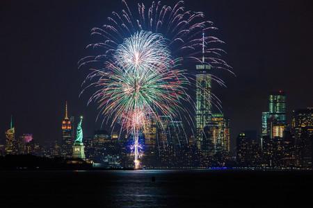 Verano y fiestas: llega el momento de lucirnos con las fotos de fuegos artificiales