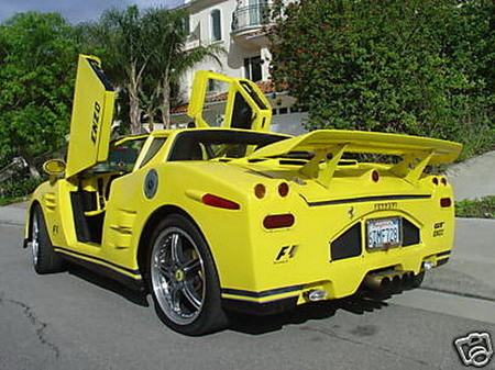 Ferrari Enzo casero (y grotesco)