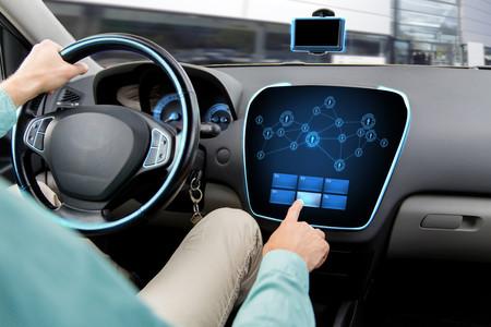 La UE rechaza la propuesta de conectar los coches por WiFi: el 5G más cerca de convertirse en el estándar para la tecnología V2V