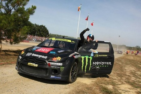 Baby Blue ajusticia en Loheac a los pilotos del Mundial de Rallyes