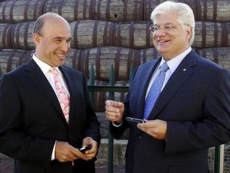 Mike Lazaridis y Jim Balsillie cierran un acuerdo con RIM por valor de 12 millones de dólares en compensaciones