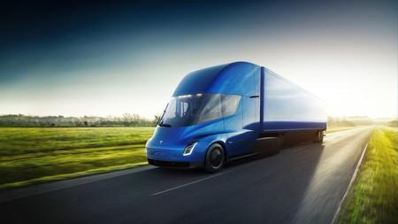 Video: Mira cómo el nuevo camión de Tesla llega a 100 km/h en poco más de 5 segundos