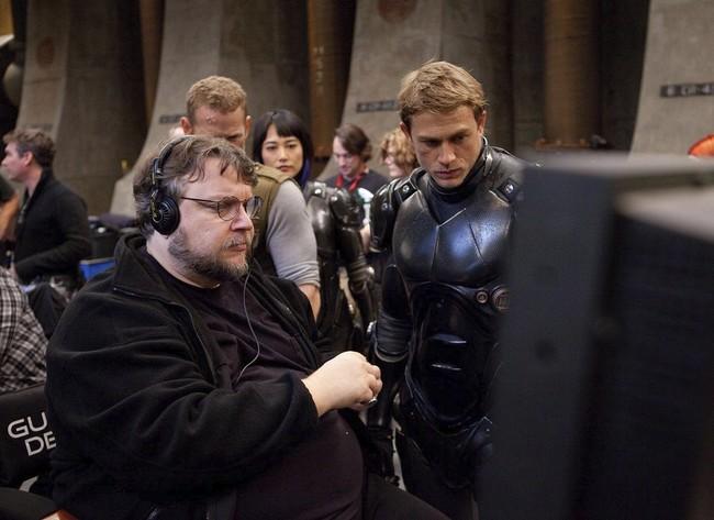 Guillermo del Toro y Charlie Hunnam