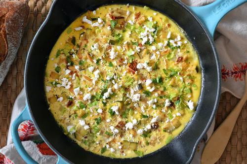 Receta fácil de frittata mediterránea, porque comer o cenar solos no es una excusa para no cocinar