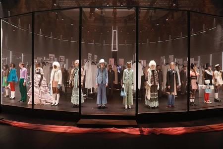 Desfile de Gucci Otoño-Invierno 2020-2021: un backstage y un escaparate ha sido el escenario elegido por Alessandro Michele para presentar su fabulosa colección