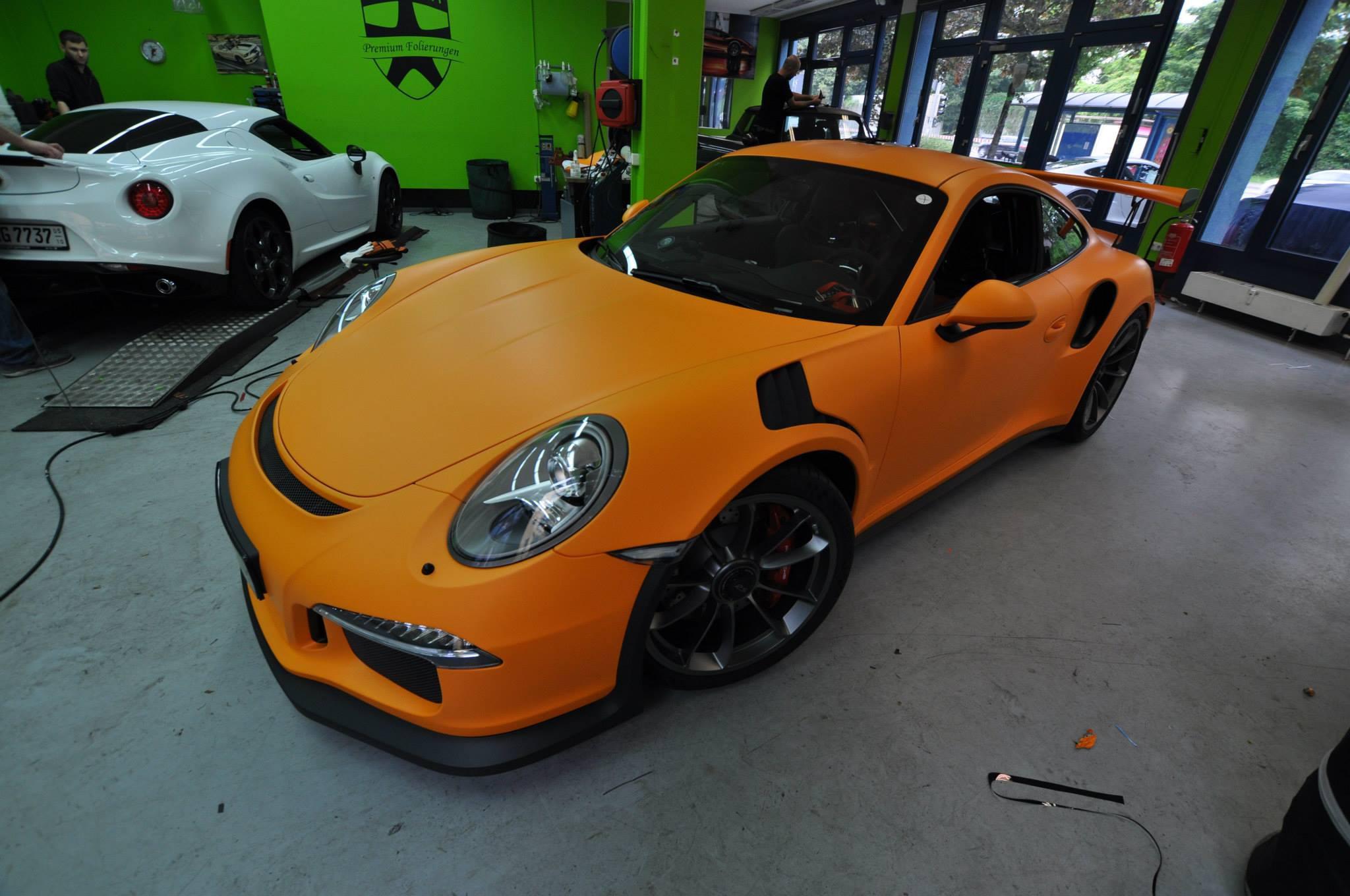 Foto de Porsche 911 GT3 RS naranja mate (1/12)