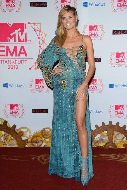 Todos los modelazos de Heidi Klum en los MTV EMA 2012. Sexy-sexy la mires por donde la mires