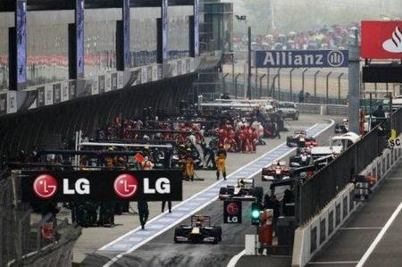 GP de China 2010: Lewis Hamilton y Sebastian Vettel amonestados tras su incidente en el pit-lane