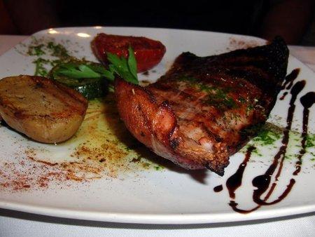 Secreto a la brasa con verduras salteadas. Restaurante La Corriola