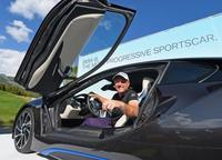 Gana un BMW i8 por un hoyo en uno jugando al golf