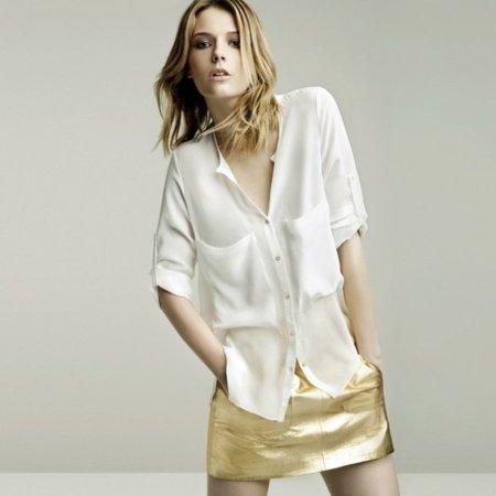 Minifalda dorada lookbook mayo de Zara