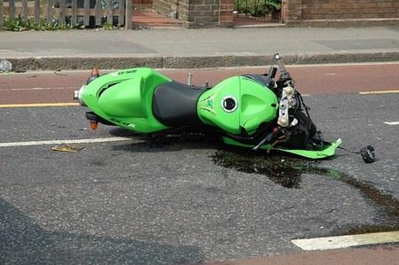 Le roban la moto tras sufrir un accidente