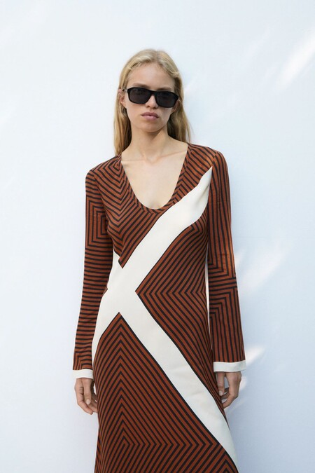 Zara nos propone los vestidos midi más bonitos para lucir durante el otoño