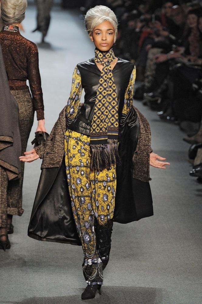 Foto de Jean Paul Gaultier Otoño-Invierno 2011/2012 en la Semana de la Moda de París: el lado sexy del estilo ladylike (18/27)