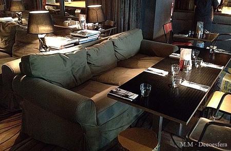 Hemos visto... el sofá Ektorp de Ikea como asiento de comedor