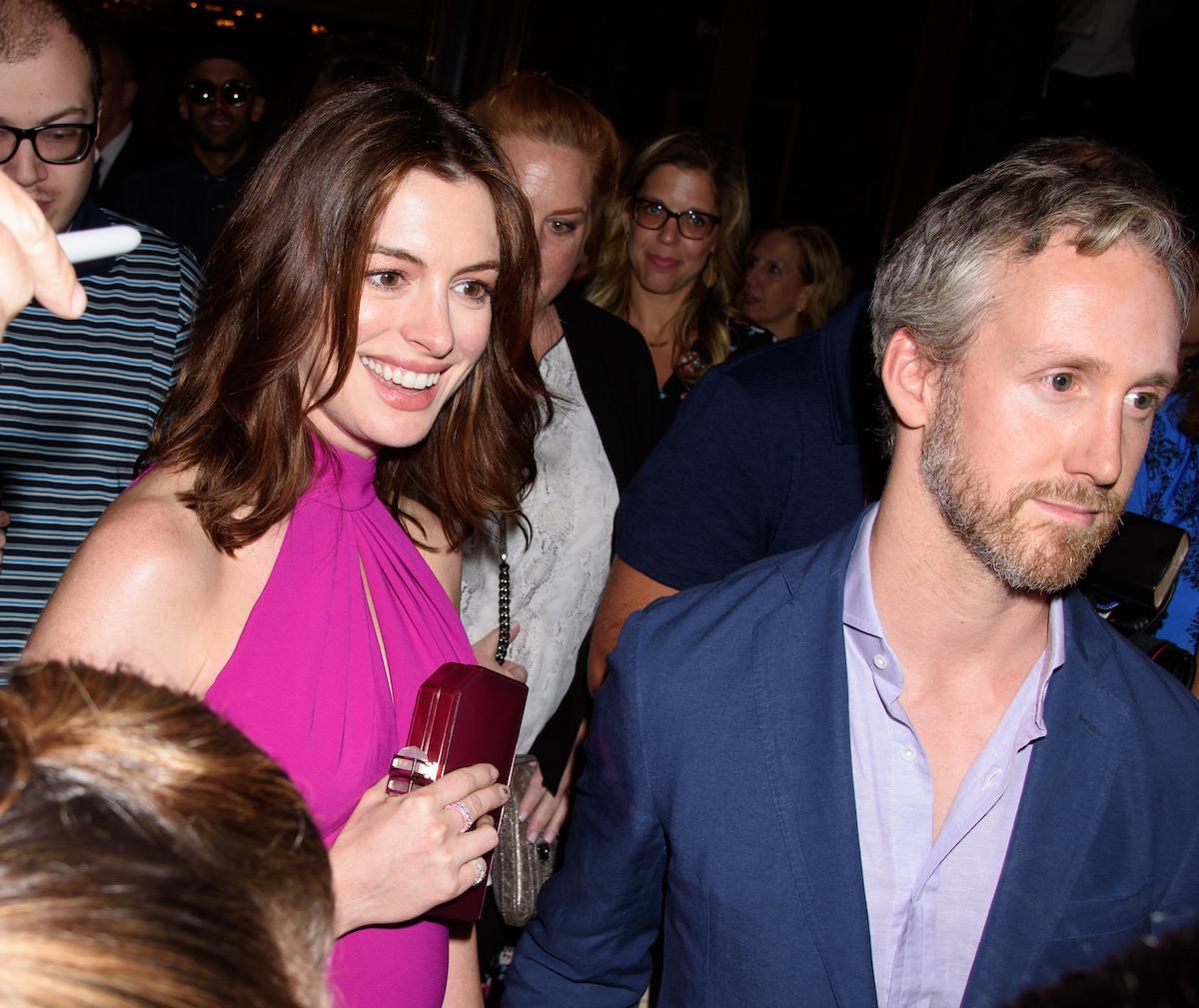 25b4ca990d4a Anne Hathaway nos demuestra que se puede ser una embarazada muy sexy ...