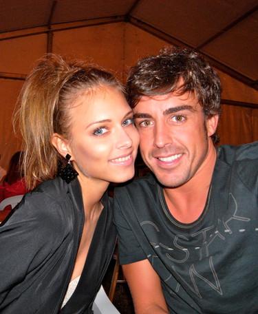 Pero qué bien se lo pasan de vacaciones Alonso y Dasha Kapustina