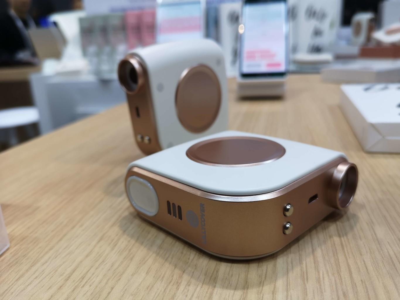 Así es LillyCover, el accesorio que analiza tu piel con solo tocarla y te ayuda a mantenerla perfecta a través de una app