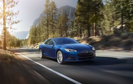 ¿Puede algún fabricante quitarle el puesto de coche tecnológico 'aspiracional' a Tesla?