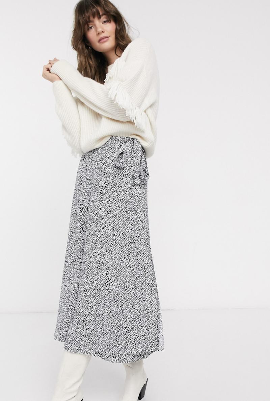 Falda midi con diseño cruzado y estampado floral vintage en negro de & Other Stories