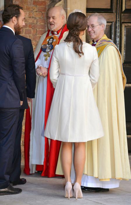 Espalda Pippa Middleton bautizo George