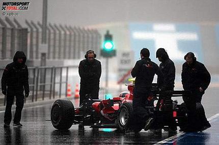 La lluvia paraliza los entrenamientos en el Algarve