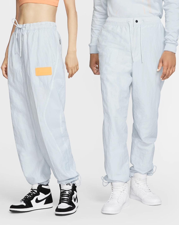 Pantalón de nylon Jordan 23 Engineered que eleva el clásico pantalón deportivo con una combinación distintiva de materiales y líneas de diseño anatómico. La prenda proporciona una sensación y un look estilizados.