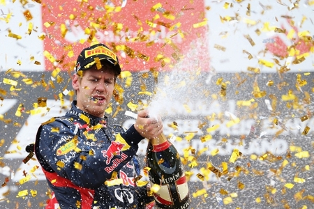 Sebastian Vettel es sancionado y cae a la quinta posición