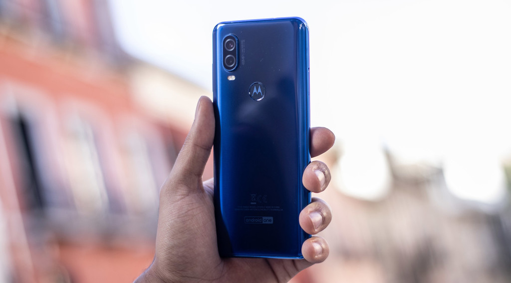 Motorola begins to roll out the update to Android 10 for the Motorola One Vision, first in Brazil