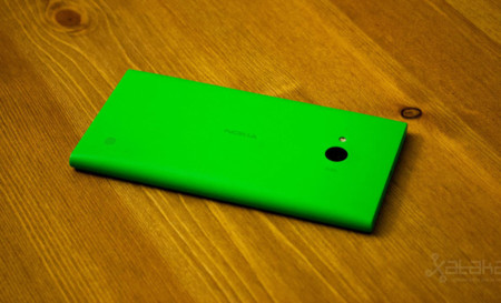 Nokia Lumia 735 Back